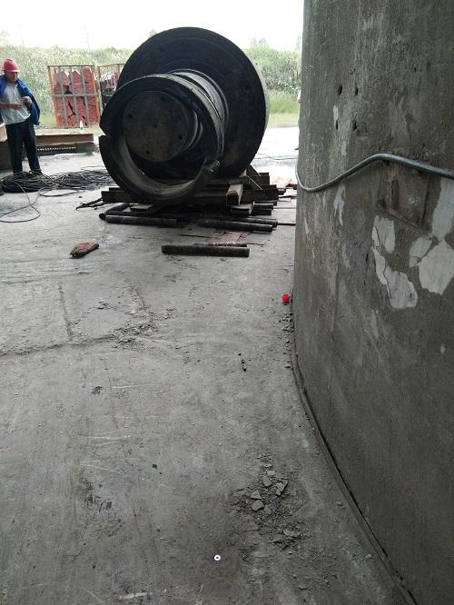 矿用吊车转弯装置技术